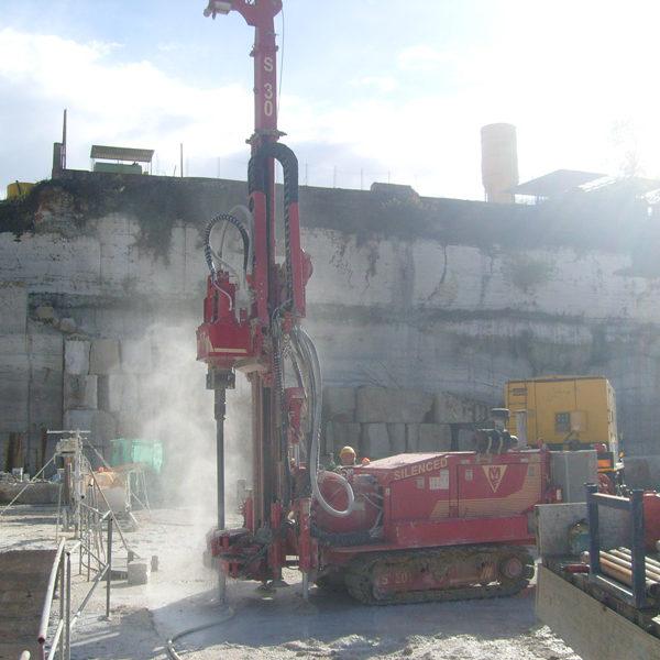 Estrazione Lastre di Marmo Macchina per pali fori taglio lastre marmo cave Mamertino tecno pozzi 2002 srl roma